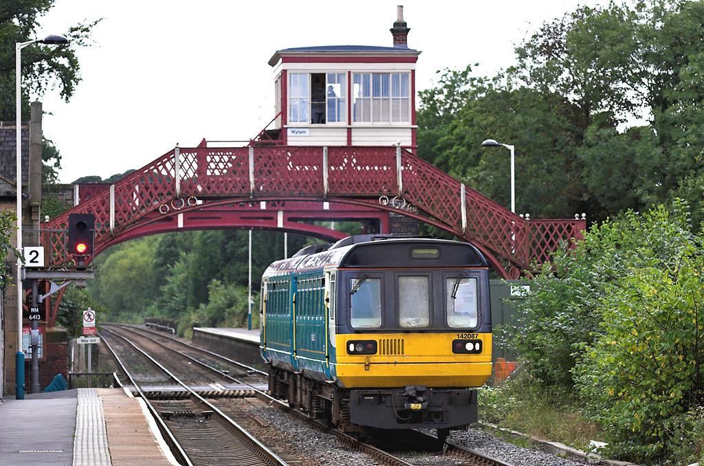 142087 Wylam 14/9/2005<br /> 2N26 1437 Carlisle-Sunderland