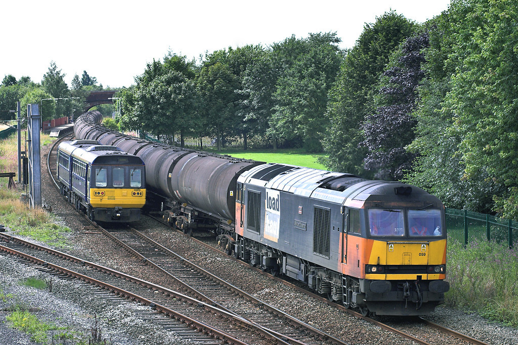 60059 and 142013, Lostock Hall 15/8/2005<br /> 60059: 6E32 1254 Preston Docks-Lindsey OR<br /> 142013: 2N19 1300 Colne-Blackpool South