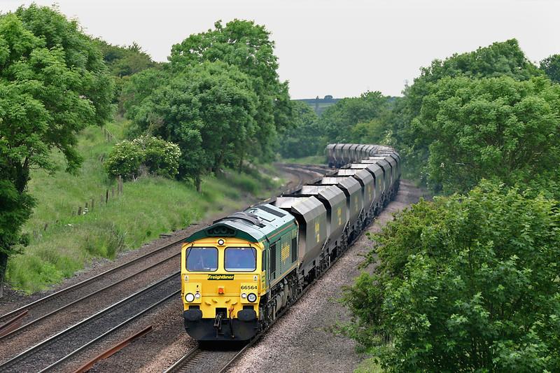 66564 Melton Ross 16/6/2005<br /> 4D52 1339 Ferrybridge PS-Immingham Dock
