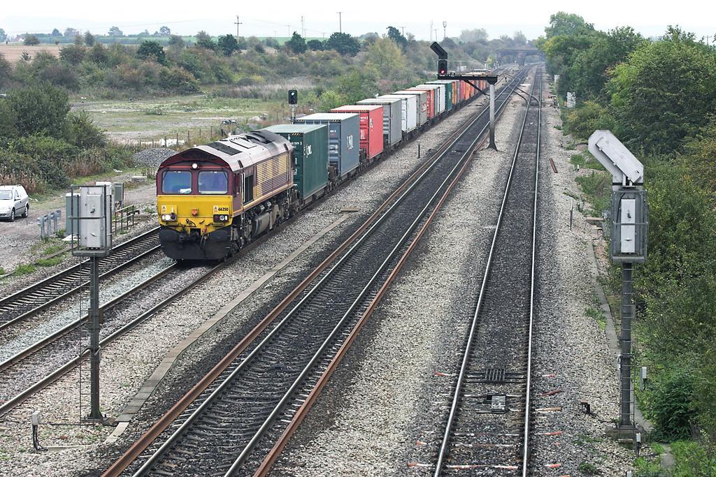 66250 South Moreton 18/10/2005<br /> 4M71 0928 Southampton Docks-Foundry Lane