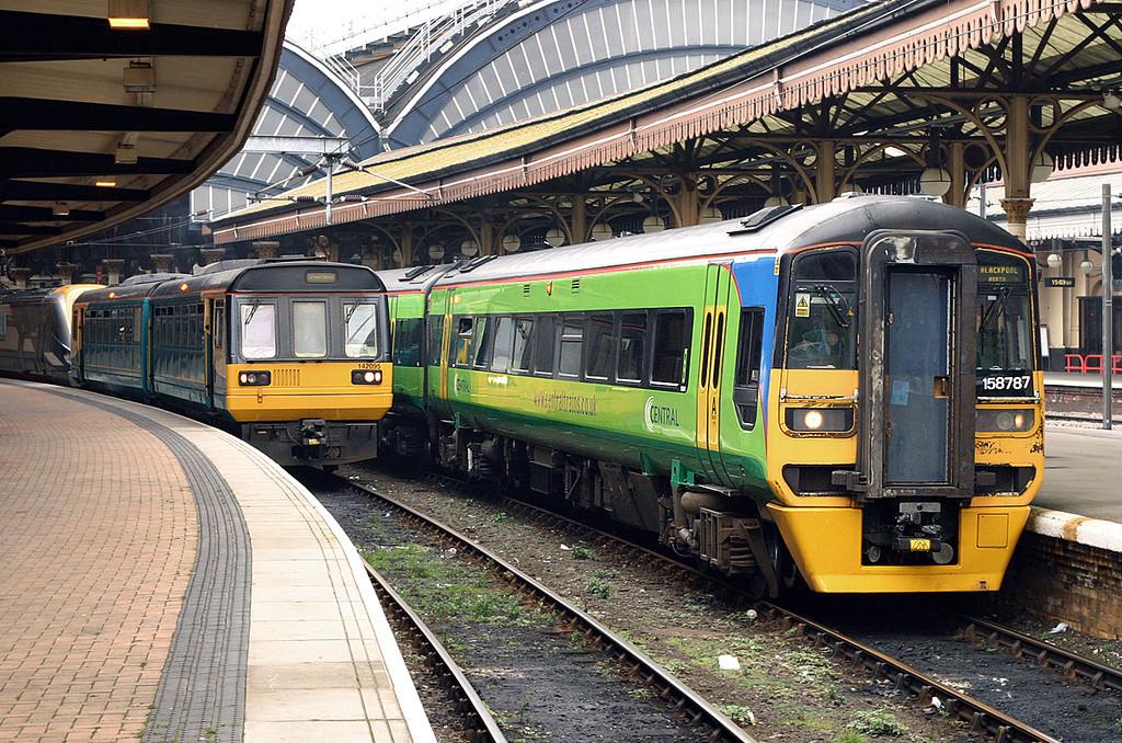 158787 and 142095, York 19/3/2005<br /> 158787: 1B36 1509 York-Blackpool North<br /> 142095: 2Y89 1517 York-Sheffield