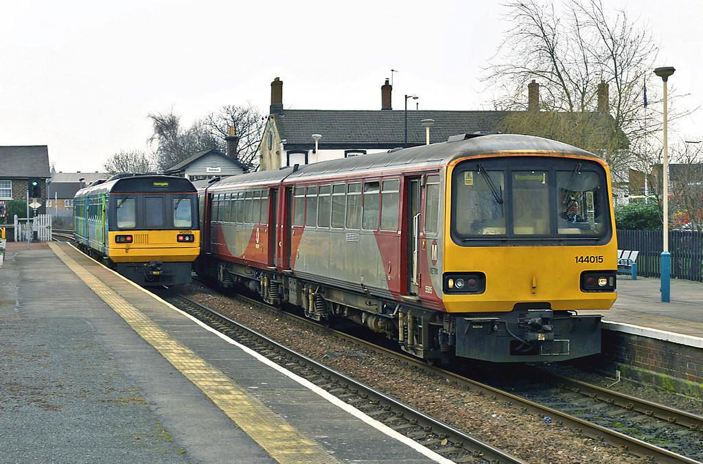 144015 and 142025, Starbeck 19/3/2005<br /> 144015: 2C19 1005 Knaresborough-Leeds<br /> 142025: 2C18 0929 Leeds-York