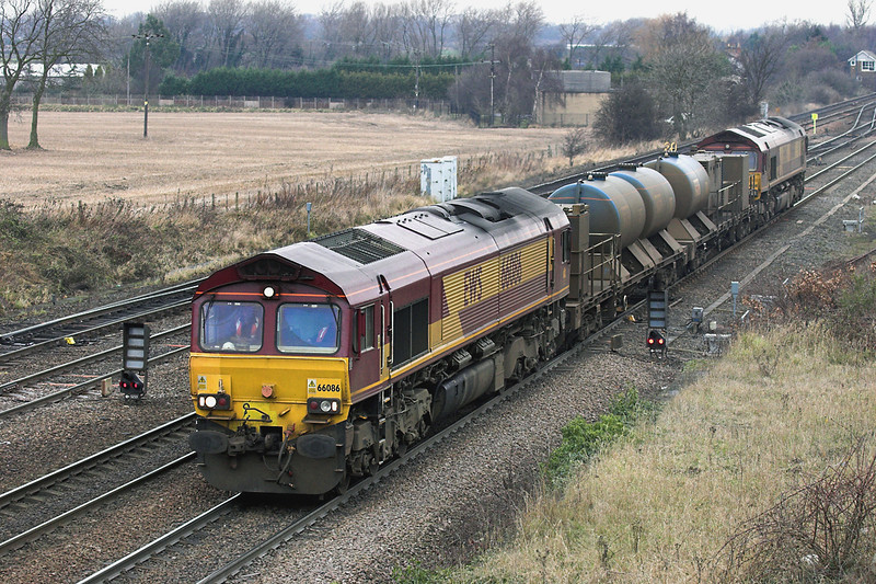 66086 and 66168, South Milford 20/12/2005<br /> 6T98 0858 Doncaster Belmont Yard-Knottingley TMD