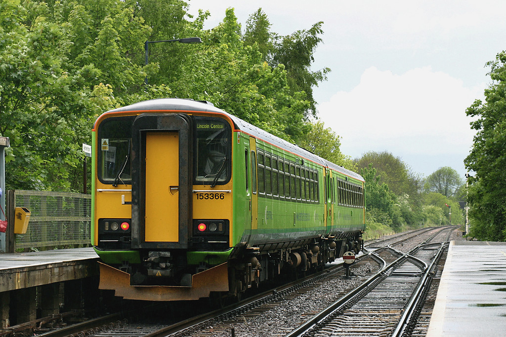 153366 and 153356, Metheringham 21/5/2005<br /> 2M41 1624 Peterborough-Nottingham