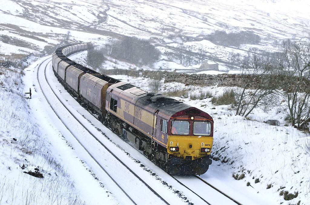 66176 Ais Gill 23/2/2005<br /> 6U53 0927 Falkland Yard-Drax PS