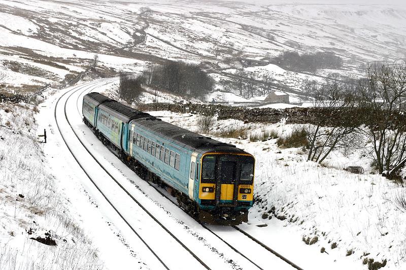 153351 and 156484, Ais Gill 23/2/2005<br /> 2H89 1154 Carlisle-Leeds