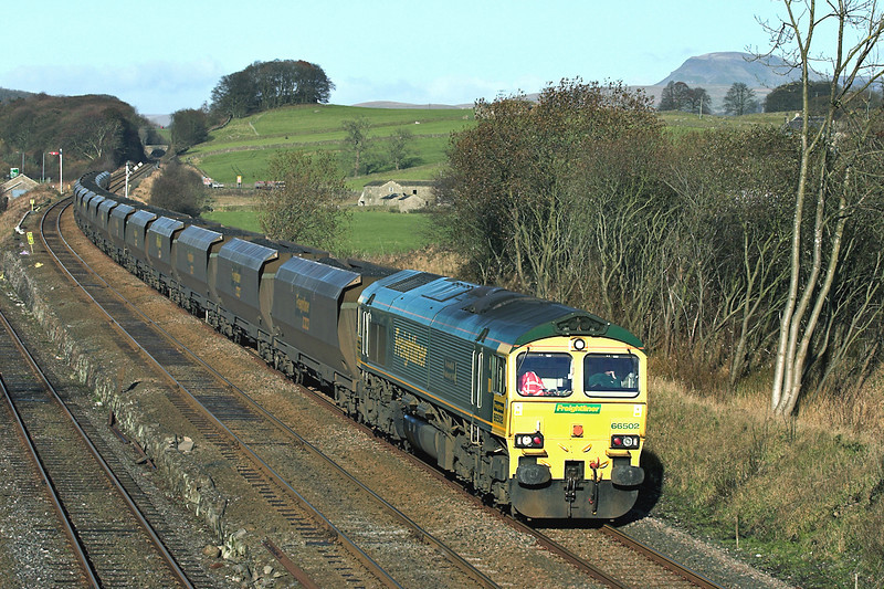 66502 Settle Junction 24/11/2005<br /> 6E36 0608 Hunterston-Ferrybridge PS