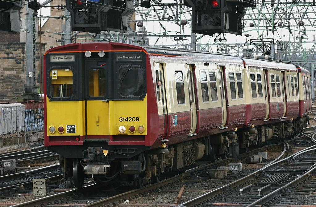 314209 Glasgow Central 25/7/2005<br /> 2M87 1011 Newton-Glasgow Central (via Maxwell Park)