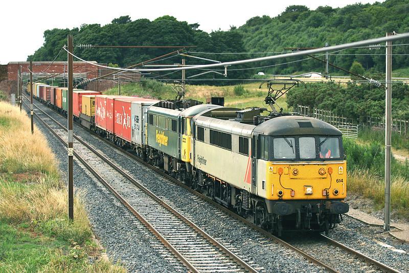 86614 and 86609, Woodacre 25/7/2005<br /> 4M74 1410 Coatbridge-Basford Hall