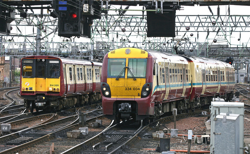 334034 and 314205, Glasgow Central 25/7/2005<br /> 334034: 2G24 0936 Gourock-Glasgow Central<br /> 314205: 2I17 1005 Glasgow Central-Glasgow Central (via Cathcart anti-clockwise)