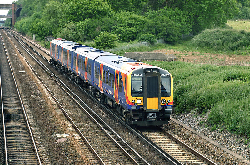 450062 Potbridge 26/5/2005<br /> 2L27 1042 London Waterloo-Basingstoke