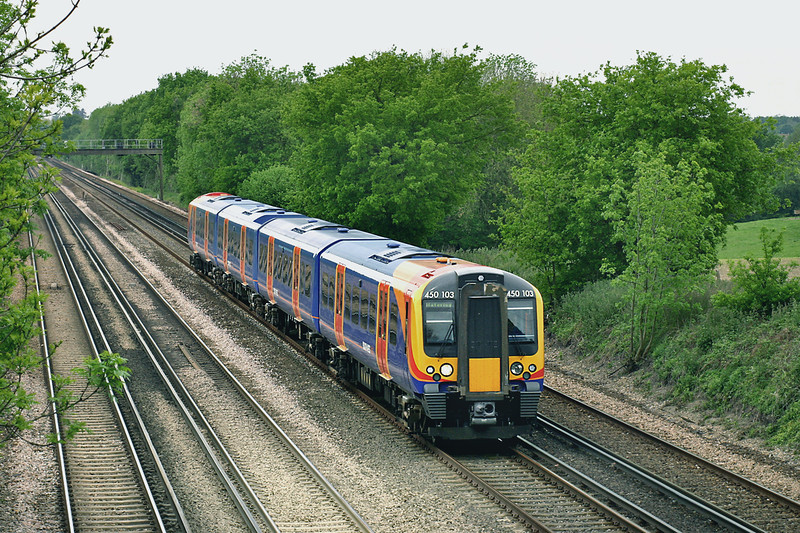 450103 Potbridge 26/5/2005<br /> 1T34 0951 Portsmouth Harbour-London Waterloo