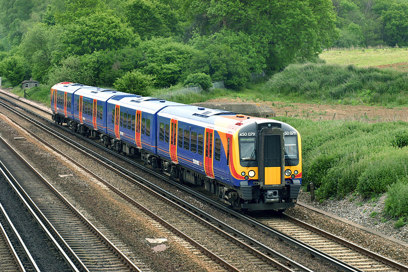 450079 Potbridge 26/5/2005<br /> 2L25 1012 London Waterloo-Basingstoke