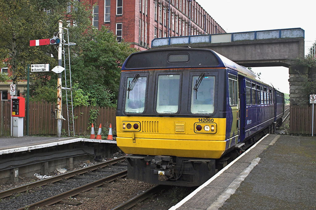 142060 Shaw and Crompton 26/9/2005<br /> 2J82 1245 Manchester Victoria-Rochdale