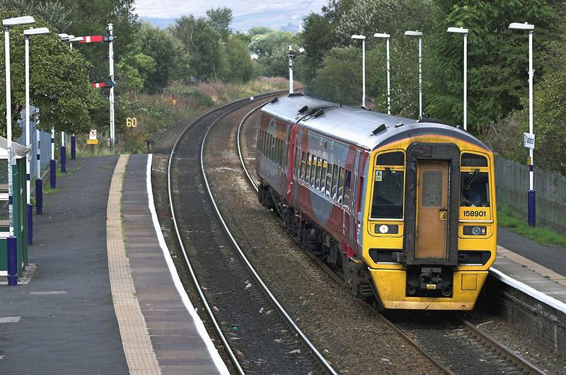 158901 Castleton 26/9/2005<br /> 2M32 1308 Leeds-Manchester Victoria