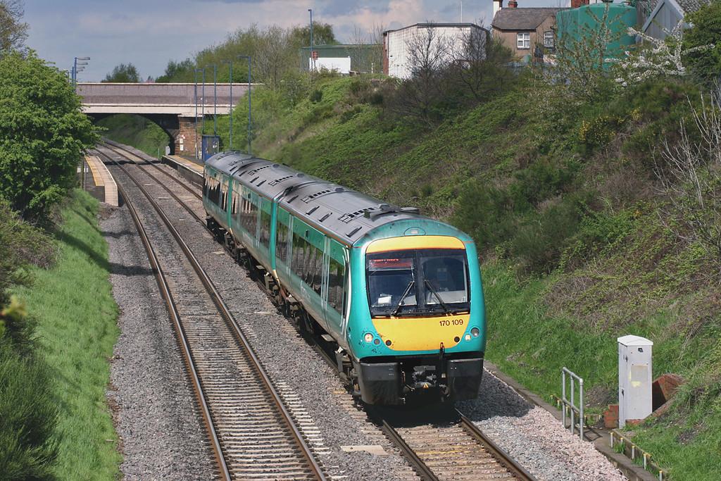 170109 Wilnecote 27/4/2005<br /> 1V30 1311 Nottingham-Cardiff Central