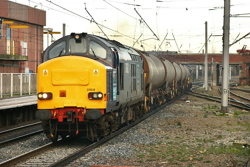 37612 and 37607, Warrington Bank Quay 28/1/2005