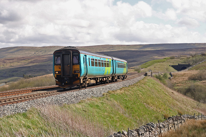 156454 Grisedale Crossing 29/4/2005<br /> 2H88 1249 Leeds-Carlisle