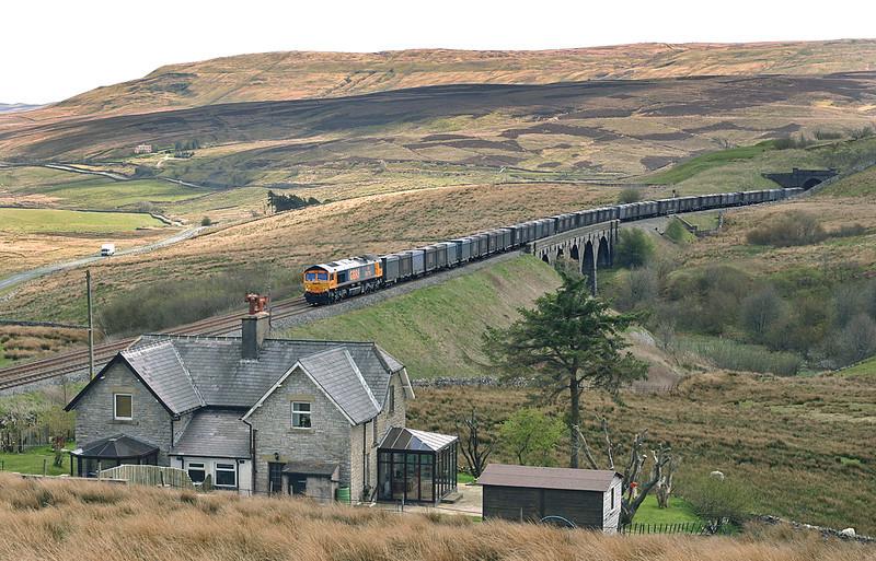 66716 Grisedale 29/4/2005<br /> 4M52 0415 West Burton PS-Newbiggin