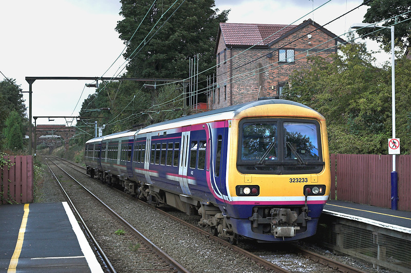 323233 Godley 29/9/2005<br /> 2H72 1147 Manchester Piccadilly-Manchester Piccadilly (via Hadfield)