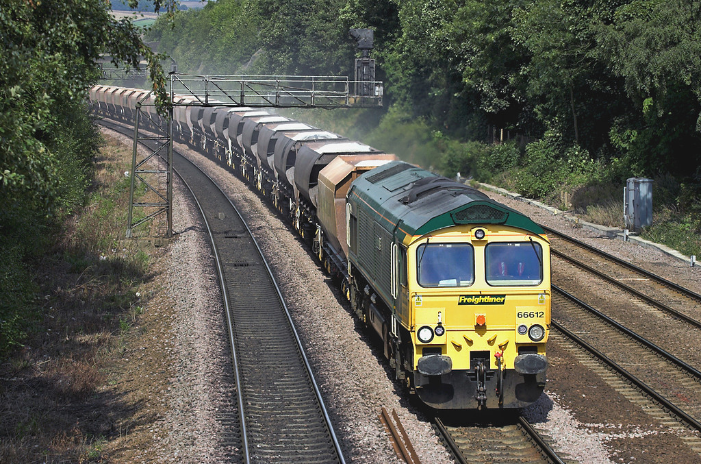 66612 Chesterfield 30/8/2005<br /> 6Z85 1150 Tunstead-Ratcliffe PS