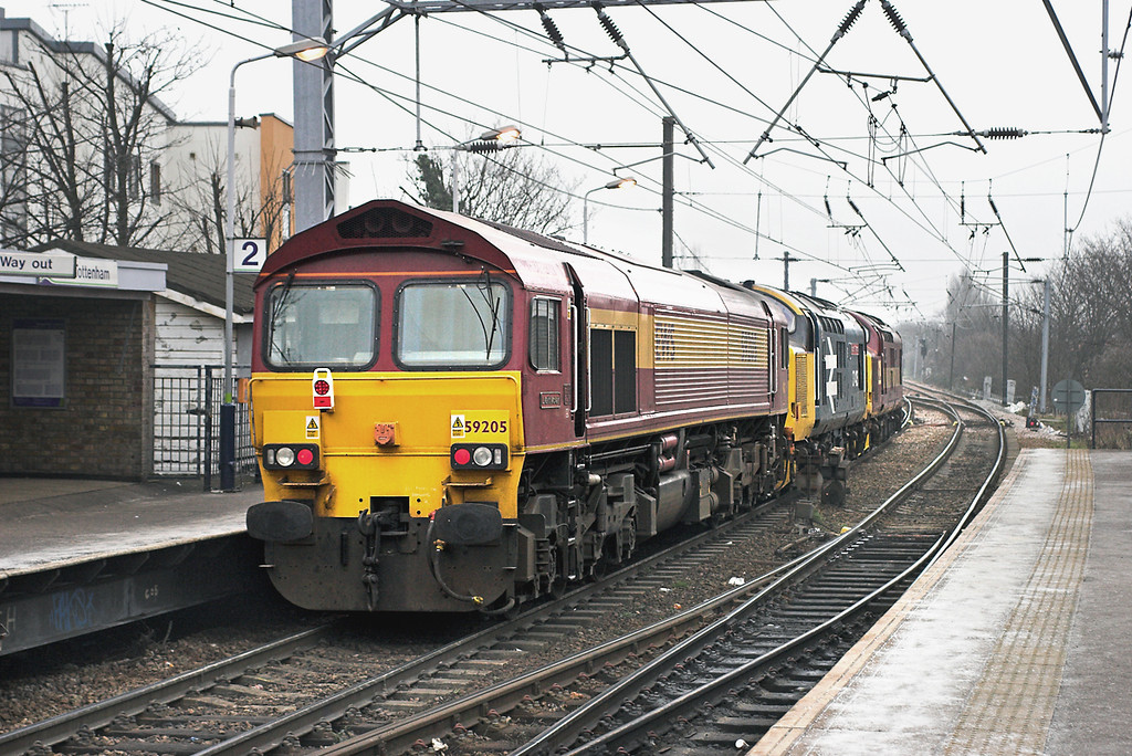 59205, 37425 and 37419, South Tottenham 2/2/2006<br /> 0C01 0930 Acton Yard-Temple Mills Yard