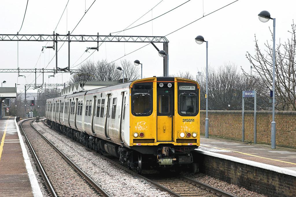315851 White Hart Lane 2/2/2006<br /> 2U49 1423 Enfield Town-London Liverpool Street