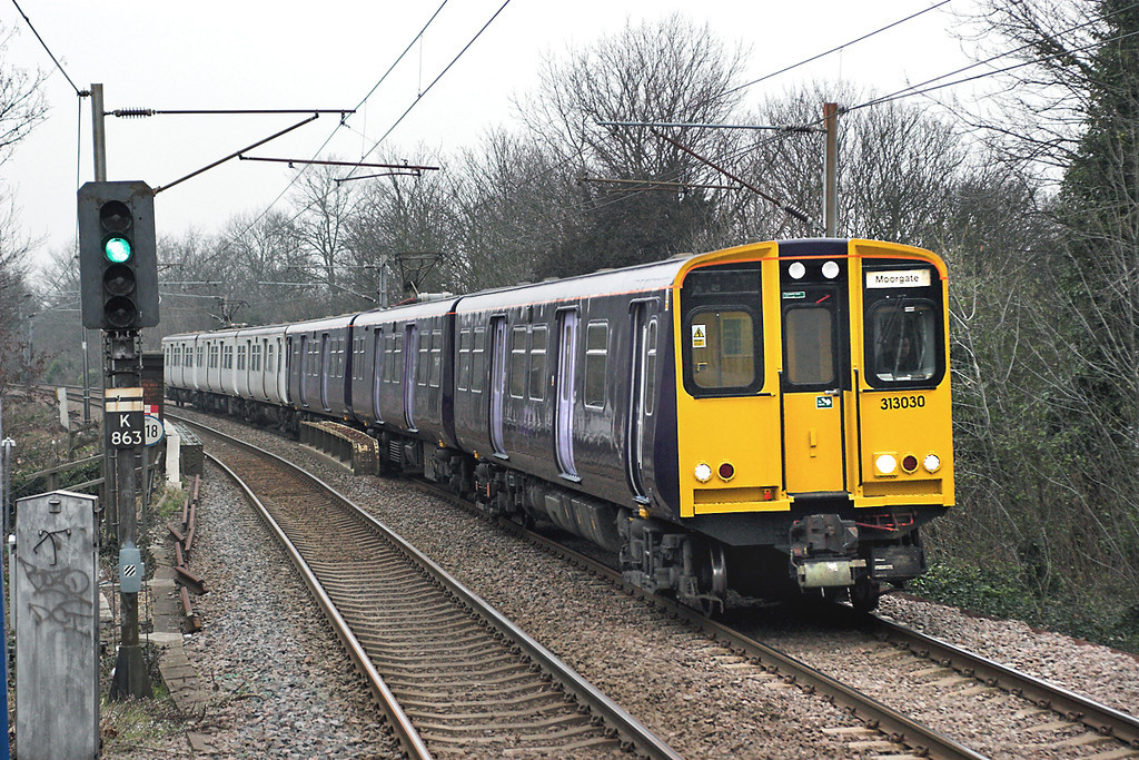 313030 and 313027, Enfield Chase 2/2/2006<br /> 2J38 1532 Hertford North-Moorgate