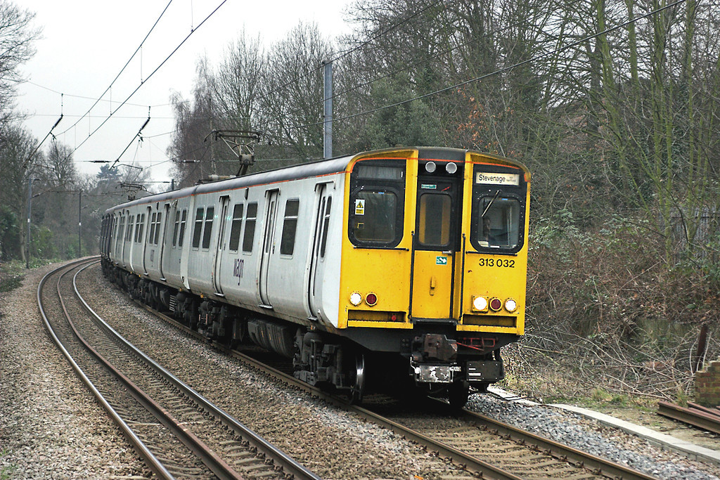 313032 and 313028, Enfield Chase 2/2/2006<br /> 2F54 1512 Moorgate-Stevenage
