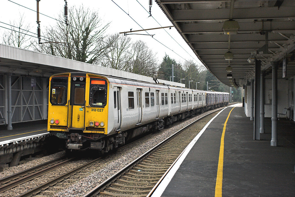 313027 and 313030, Enfield Chase 2/2/2006<br /> 2J38 1532 Hertford North-Moorgate