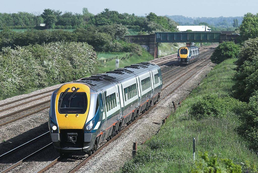 222019 and 222015, Cossington 2/6/2006<br /> 222019: 1D39 1530 London st Pancras-Nottingham<br /> 222015: 1C48 1634 Derby-London St Pancras
