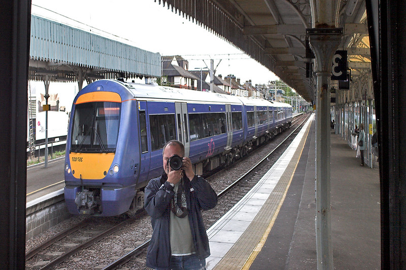 'Photographing I', Southend Central 4/10/2006