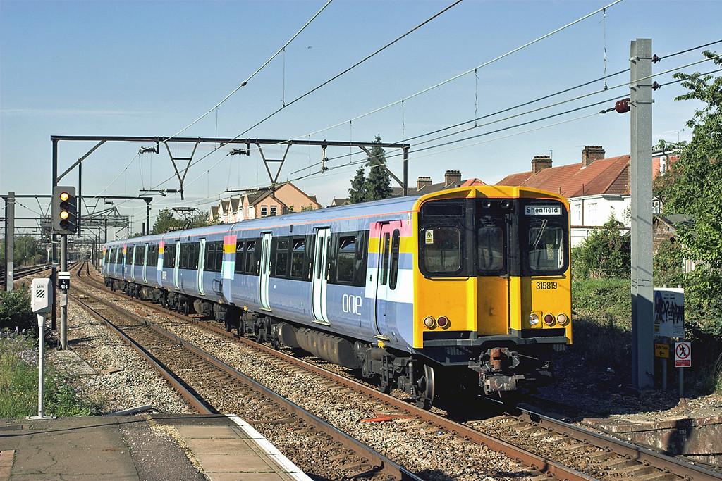 315819 Chadwell Heath 4/10/2006<br /> 2W54 1012 London Liverpool Street-Shenfield