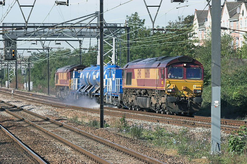 66006 and 66053, Chadwell Heath 4/10/2006<br /> 1Z70 1000 Temple Mills TMD-Southend Victoria