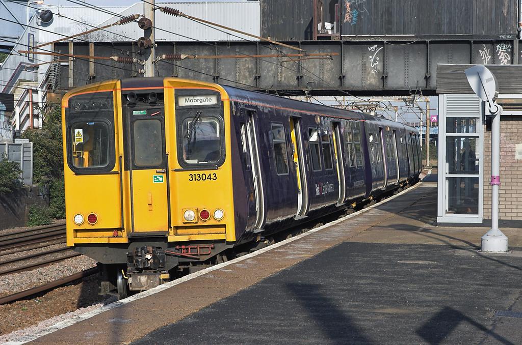 313043 Harringay 6/11/2006<br /> 2K11 0943 Welwyn Garden City-Moorgate