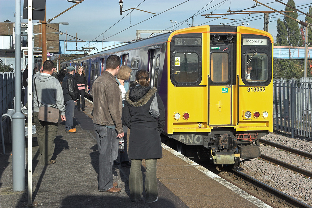 313052 Hornsey 6/11/2006<br /> 2K13 1023 Welwyn Gardenb City-Moorgate