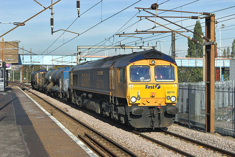 66714 and 66720, Hornsey 6/11/2006<br /> 3J32 0625 Harringay-Finsbury Park