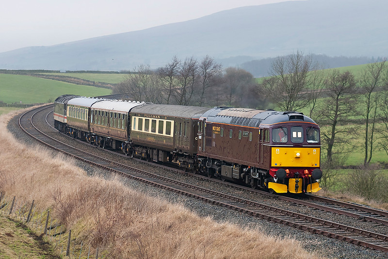 33207 and 47826, Kettlesbeck 7/1/2006<br /> 1Z33 1230 Carnforth-Carnforth (via Hellifield, Blackburn)