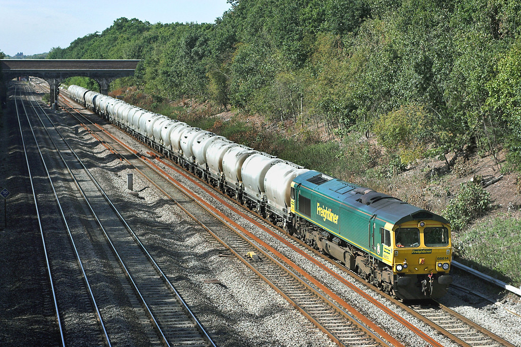 66614 Ruscombe 8/9/2006<br /> 6M91 1100 Theale-Earls Sidings