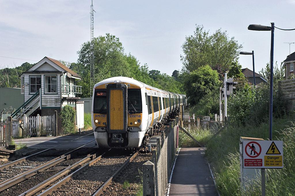 375710 and 375703, Robertsbridge 12/6/2006<br /> 2H94 1633 Hastings-London Charing Cross