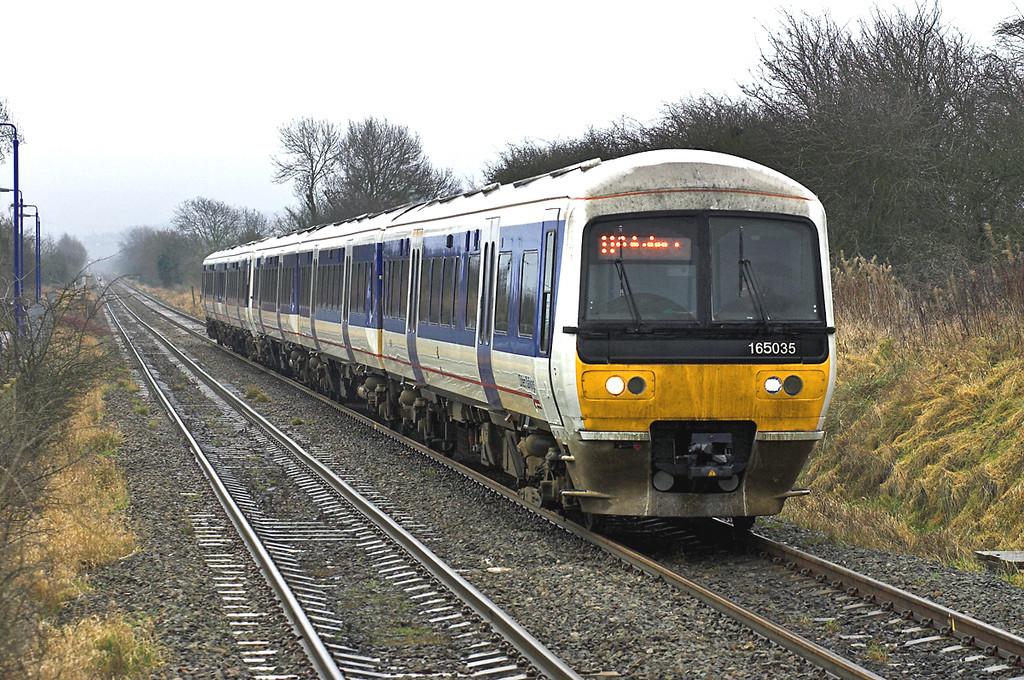 165035 and 165015, Stoke Mandeville 16/1/2006<br /> 2B11 1057 London Marylebone-Aylesbury