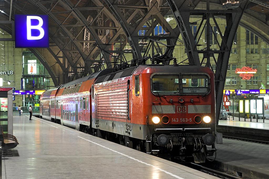 143563 Leipzig Hbf 17/5/2006<br /> RB27775 2135 Leipzig Hbf-Zwickau Hbf