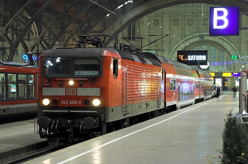 143658 Leipzig Hbf 17/5/2006<br /> S11 2210 Leipzig Hbf-Würzen