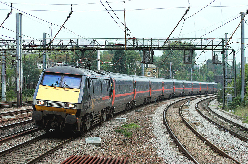 91127 Harringay 18/10/2006<br /> 1D42 1703 London Kings Cross-Leeds