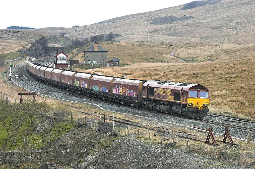 66228 Blea Moor 20/4/2006<br /> 6E85 0500 Hunterston-Eggborough PS