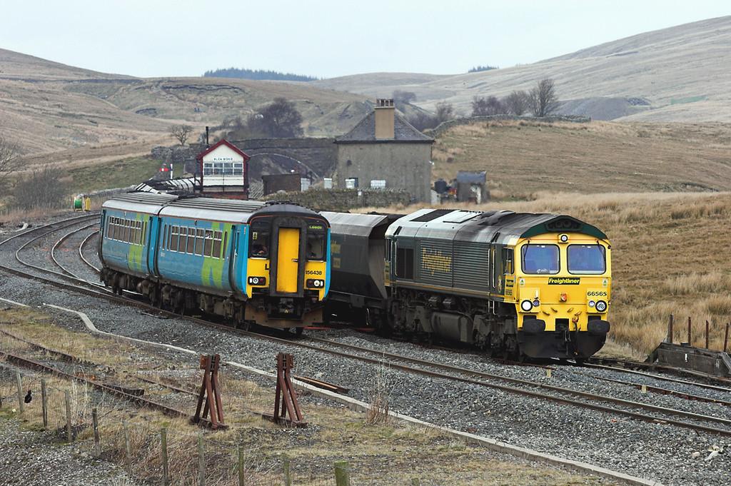 156438 and 66565, Blea Moor 20/4/2006<br /> 156438: 2H89 1151 Carlisle-Leeds<br /> 66565: 6E73 0539 Hunterston-Drax PS