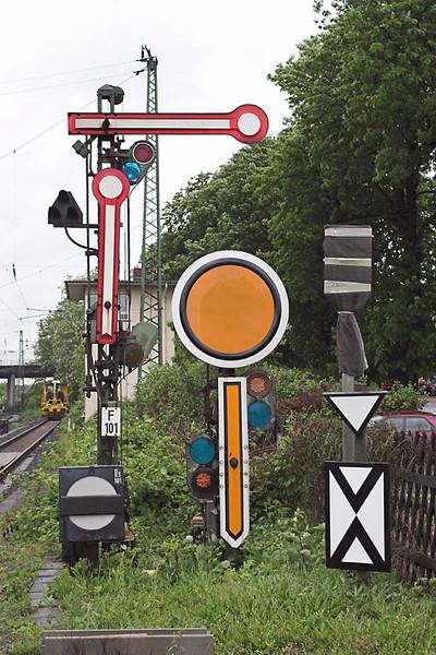Signals at Hanau Hbf, Germany 20/5/2006