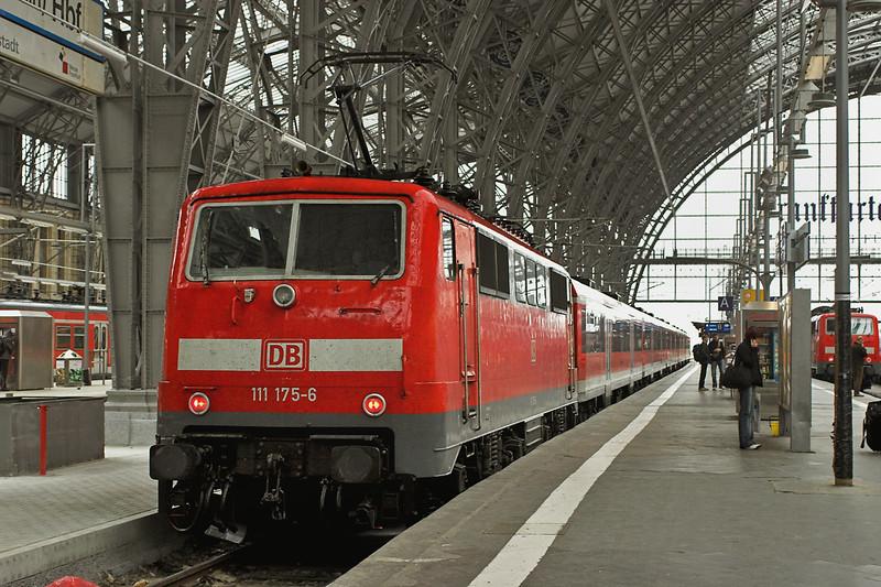 111175 Frankfurt (Main) Hbf 20/5/2006<br /> RE4606 0902 Nürnberg-Frankfurt(Main) Hbf