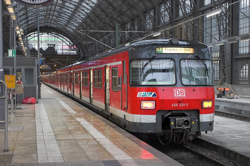 420325 Frankfurt (Main) Hbf 20/5/2006<br /> S7 1720 Frankfurt (Main) Hbf-Riedstadt Goddelau