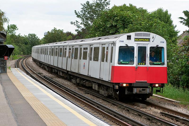 District Line 7108, Kew Gardens 22/6/2006